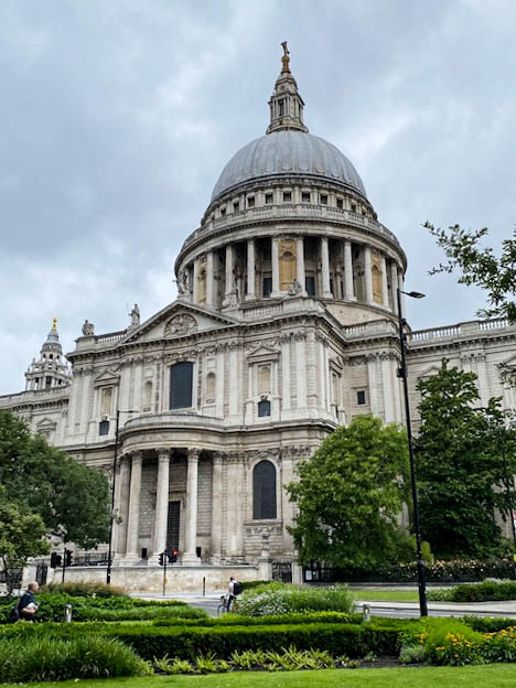 Exploring gardens of St Paul's Cathedral